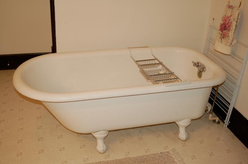 1 Bathtub2