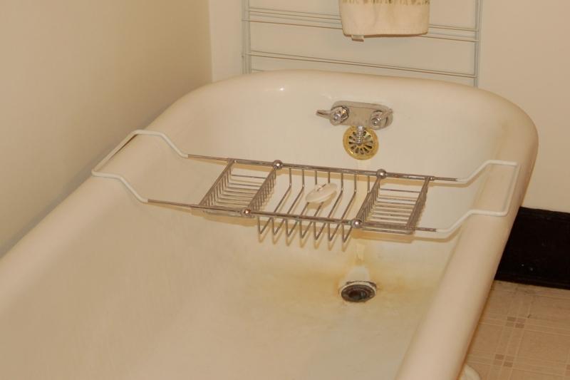 1 Bathtub3