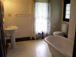 Heavilin Guest Bath Before
