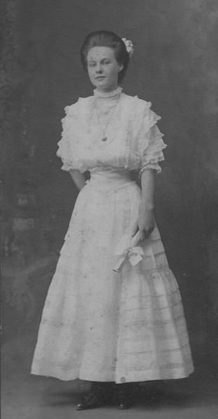 TB aunt-edith-grad-1908-1_S